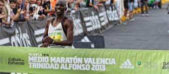 Los kenianos Kendagor y Chepkirui se imponen en Valencia