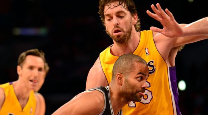 Pau Gasol (20+11) y sus sorprendentes Lakers sufren una despedida 'a la francesa'