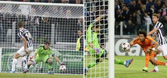 Casillas esfuma los fantasmas de Turín