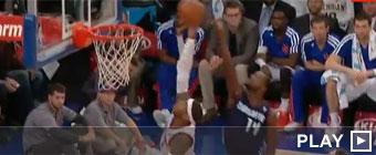 Carmelo Anthony se mete una canasta a sí mismo