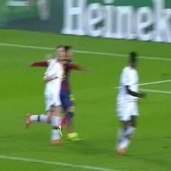 Penalti de Abate sobre Neymar