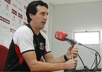 Una Emery, durante una rueda de prensa. RAMÓN NAVARRO