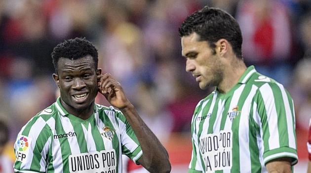 Nosa y Jorge Molina se lamentan en el partido contra el Atlético. DIEGO G. SOUTO