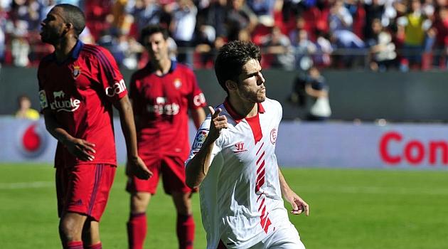 Jairo celebra el gol que le hizo a Osasuna en el Sánchez Pizjuán. KIKO HURTADO