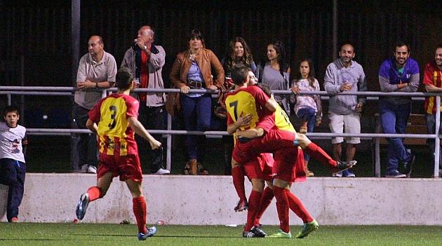 Los jugadores del Lleida celebran un gol ante el Xerez, en la Copa. PACO MART�N
