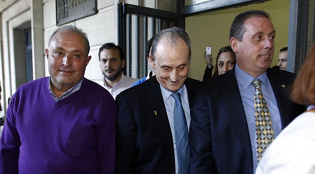 Manuel Ruiz de Lopera, a su salida del juzgado sevillano. ÍÑIGO HIDALGO