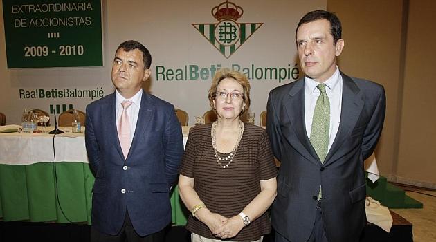 Isabel Simó, junto a Fernando Criado y León Lasa. RAMÓN NAVARRO