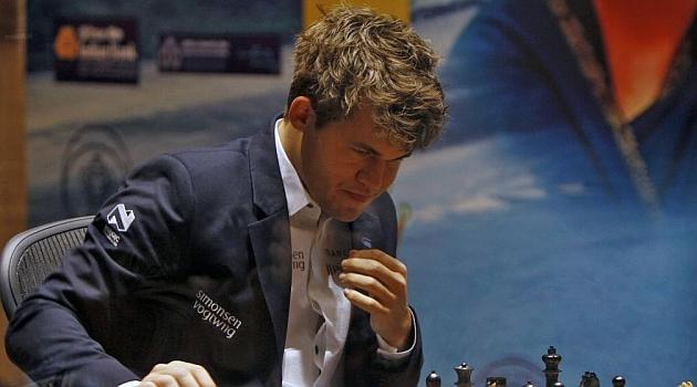 Carlsen gana de nuevo a Anand