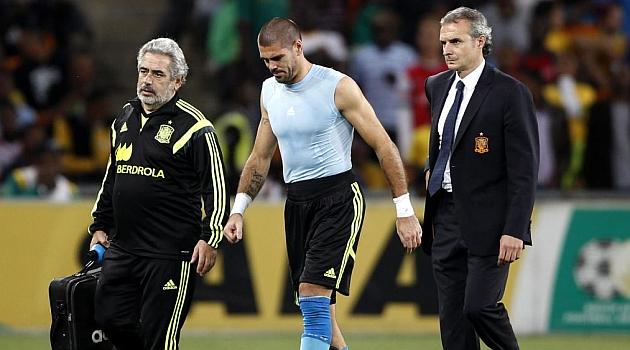Vald�s abandona el Soccer City lesionado / REUTERS