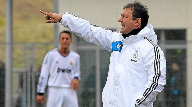 Manolo Díaz, dirigiendo al Real Madrid C, debutará en el Di Stéfano al frente del Castilla