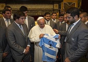 El papa Francisco tambi�n apuesta por el bal�n oval