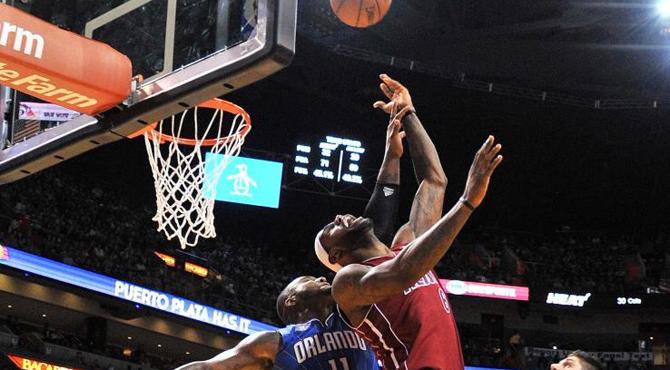 LeBron 'El Rey' James instaura la monarqu�a absoluta en la NBA