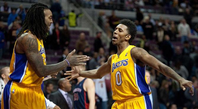 Pau Gasol (13+12) y los Lakers gripan el motor de los Pistons