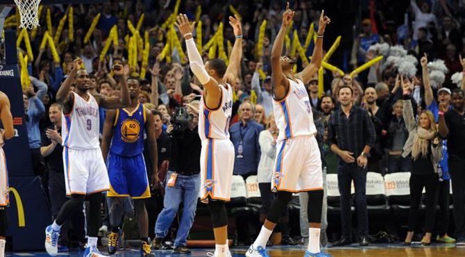 Westbrook, 'la diva' de la NBA, completa su desfile con un triple ganador sobre la bocina