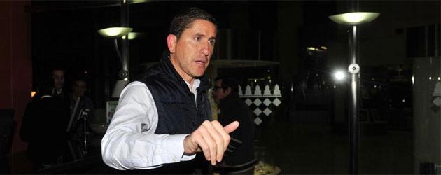 Garrido, sustituto de Mel, llegando a un hotel de Sevilla | Foto: Kiko Hurtado
