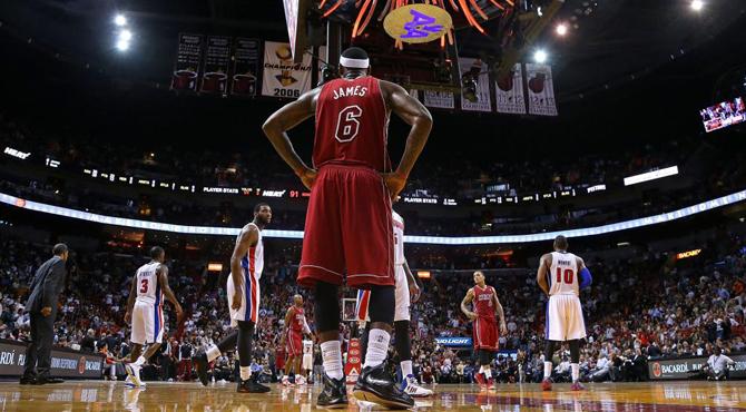 Los Pistons superan la bancarrota de Detroit y ganan a los Heat de LeBron