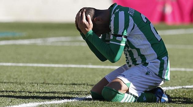 Rub�n Castro se lamenta tras fallar un gol ante el Rayo Vallecano. RAM�N NAVARRO