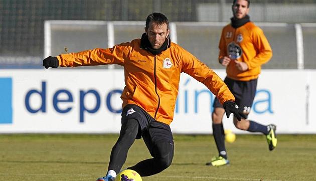 Marchena, durante un entrenamiento con Insua al fondo / Amador Lorenzo (Marca)