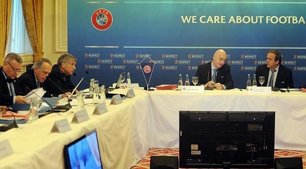 La UEFA pide que se suprima la norma del 'penalti y expulsión'