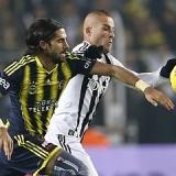 El Fenerbah�e se afianza en el liderato de la liga turca