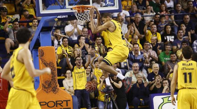 El gigante de 2,20 m. ya no est� verde y apunta a la NBA