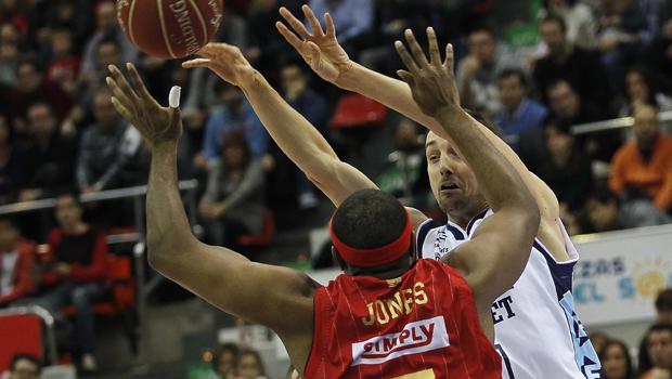 Ramsdell enmudece a Zaragoza a triplazo limpio