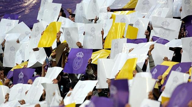 El Madrid pone en marcha su grada de animaci�n en el fondo sur
