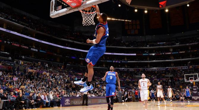 Los Sixers tambi�n se aprovechan de unos Lakers que no saben ganar sin Pau