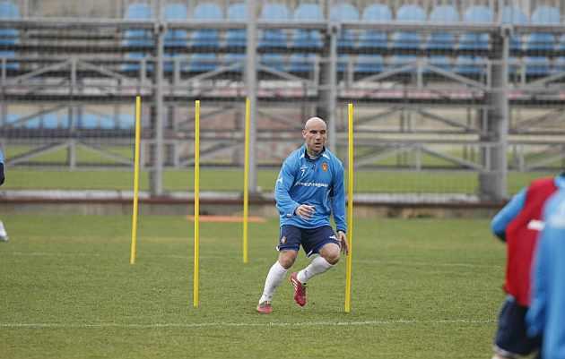 Movilla realiza un ejercicio durante un entrenamiento. / Toni Galán