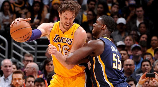 Un doble-doble de Pau no salva a los peores Lakers de la historia L.A.