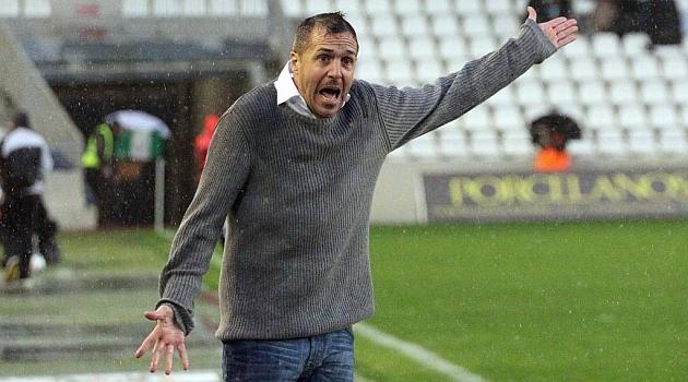 Luis Miguel Carrión se estrena y Villa se despide de la plantilla