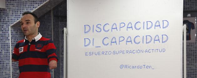 Ricardo Ten dando una charla. FOTO: Jorge Ramírez / Levante UD
