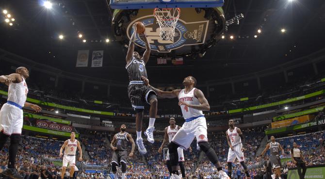 Un novato eclipsa a una superestrella mientras que los Spurs se queman en Phoenix