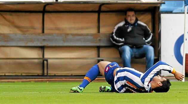 Salomao se duele en el suelo tras caer lesionado ante el H�rcules / Amador Lorenzo (Marca)