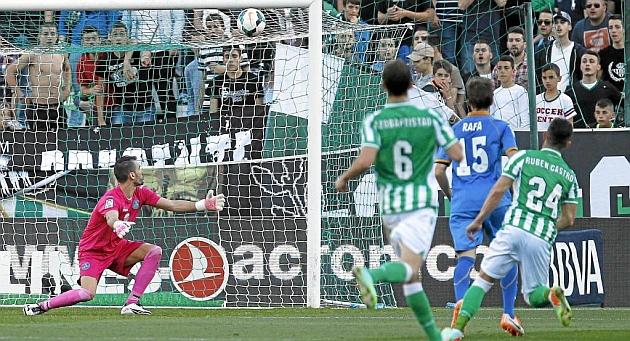 Rub�n marca su gol 41 en Primera con el Betis frente al Getafe | Foto: R. Navarro