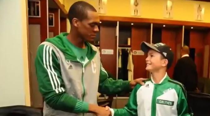 Los Celtics cumplen el sue�o de Louis: ver un partido de los 'verdes' antes de quedarse ciego