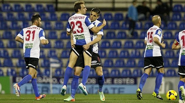 H�ctor Font celebra con Portillo un gol al Tenerife en enero / Manuel Lorenzo (Marca)