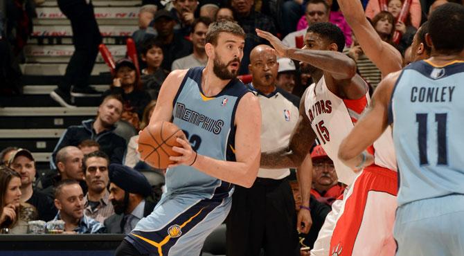Valanciunas le presenta sus credenciales NBA a Marc