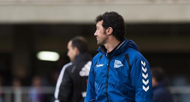 Mandiá, en la banda del Mini Estadi en su último partido con el Alavés / Alex Caparros (Marca)