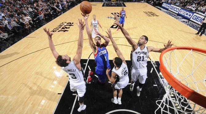 Los eternos Spurs dejan a los Sixers a un s�lo partido de igualar la peor racha en la historia
