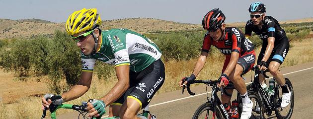 Javier Aramendia encabeza una escapada de la Vuelta 2013. (Afp)