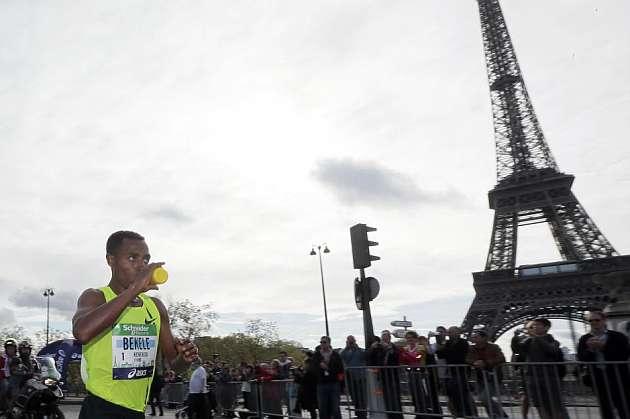 Bekele bate el récord de París en su primer maratón