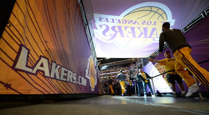 Ni el hist�rico Nash salva a los Lakers de firmar su peor temporada desde que llegaron a Los �ngeles