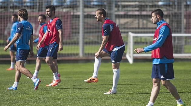 José Fernández, Álvaro, Laguardia y Rico forman la defensa en el entrenamiento de este miércoles del Real Zaragoza / Toni Galán (Marca)