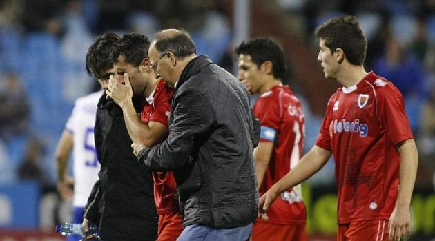 Antonio Tomás abandona el césped de La Romareda lesionado / Toni Galán (Marca)