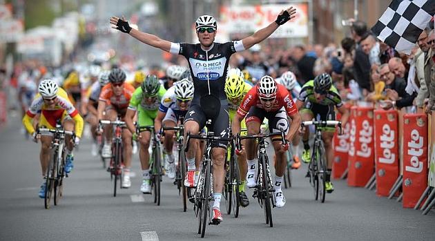 Alessandro Petacchi celebrando su triunfo en meta. AFP