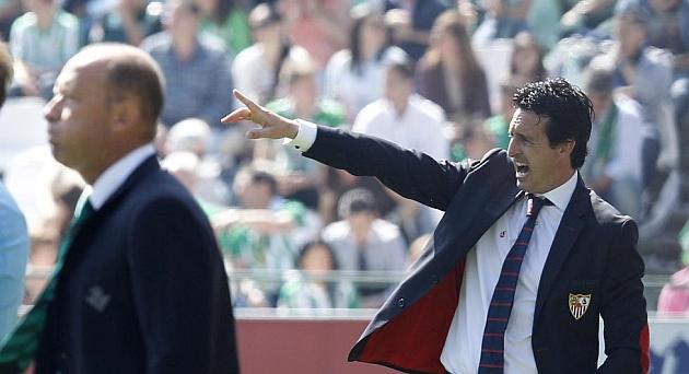 Emery, dando instrucciones | Foto: R. Navarro
