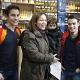 Marquez y Pedrosa sorprenden a los clientes de una gasolinera