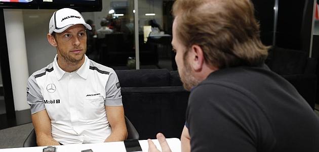 Button, durante la entrevista con el redactor de MARCA, Marco Canseco / Foto: Racing Press