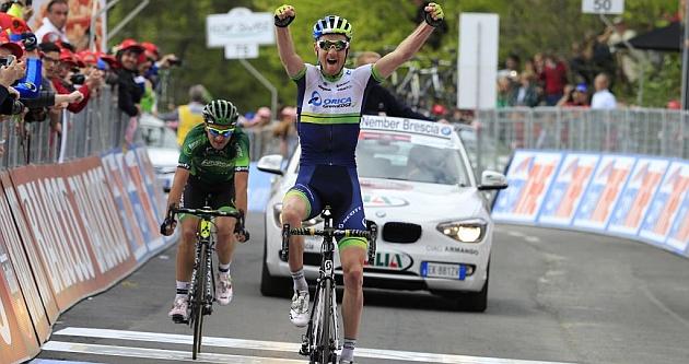 Pieter Weening celebra su triunfo sobre Davide Malacarne. / Afp